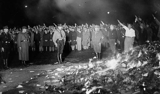 Nazi Book Burning Goebbels 1933 investing español, noticias financieras
